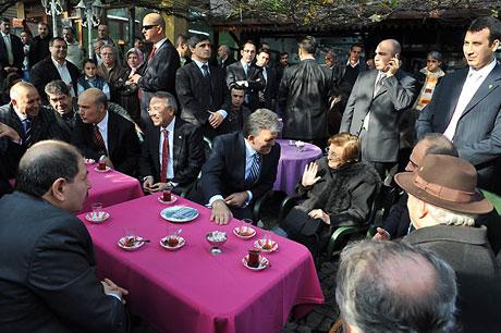 Cumhurbaşkanı halkla çay içti! galerisi resim 2