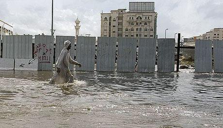Suudi Arabistan sular altında: 77 ölü galerisi resim 3