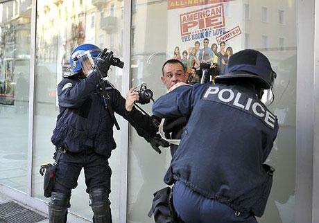 İsviçre sokakları alev alev! galerisi resim 10