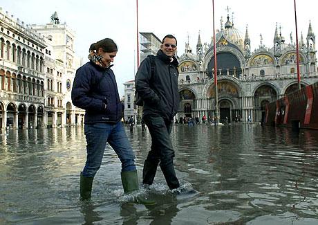 Venedik yine sular altında kaldı! galerisi resim 11