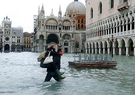 Venedik yine sular altında kaldı! galerisi resim 13