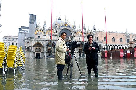 Venedik yine sular altında kaldı! galerisi resim 14