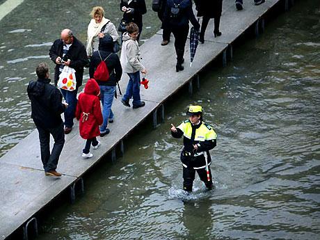 Venedik yine sular altında kaldı! galerisi resim 16