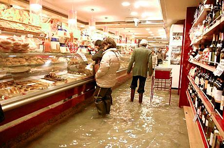 Venedik yine sular altında kaldı! galerisi resim 6