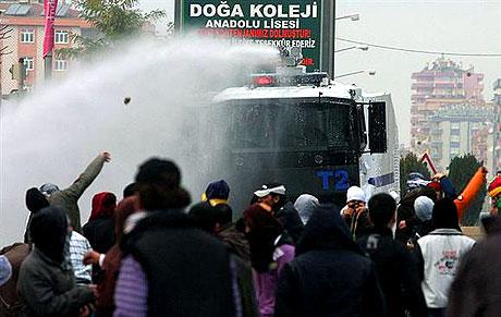 Diyarbakır Karıştı 1 Öğrenci Öldü galerisi resim 10