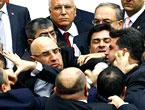 Peygambere hakaret meclisi karıştırdı