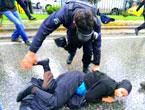 Polis, kadın çocuk ayırmadı!