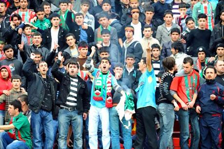 Diyarbakır Bursa maçında olaylar çıktı! galerisi resim 39