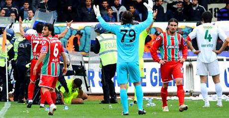 Diyarbakır Bursa maçında olaylar çıktı! galerisi resim 51
