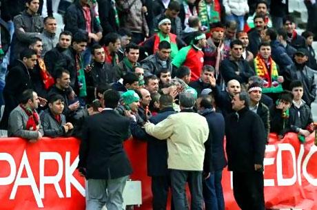Diyarbakırspor - İBB maçında olaylar çıktı galerisi resim 17