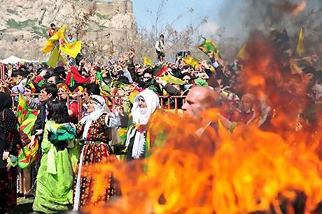 Diyarbakır'da Newroz ateşi yakıldı galerisi resim 40