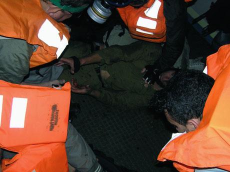 İsrail'in imajı yerlerde: Ağlayan komando! galerisi resim 10