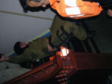 İsrail'in imajı yerlerde: Ağlayan komando! galerisi resim 17
