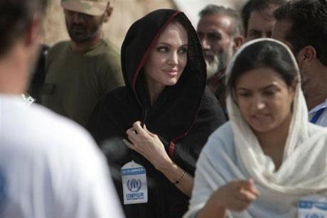 Angelina Jolie Felaket bölgesininde galerisi resim 1
