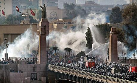 Mısır'da Mübarek iktidarı sallanıyor galerisi resim 2