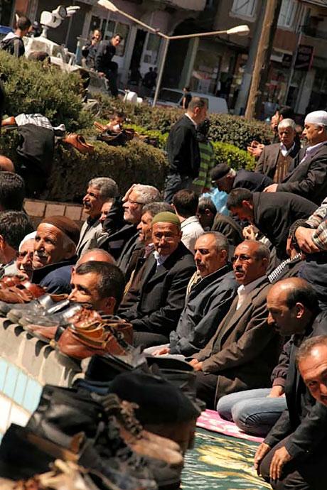 Diyarbakır'da 'sivil' Cuma namazı! galerisi resim 1