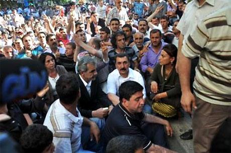 YSK'ya Diyarbakır ve Taksim'de protesto galerisi resim 18