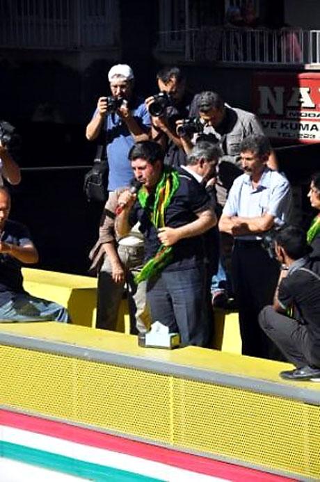 YSK'ya Diyarbakır ve Taksim'de protesto galerisi resim 20