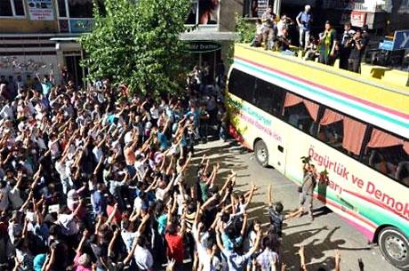 YSK'ya Diyarbakır ve Taksim'de protesto galerisi resim 24