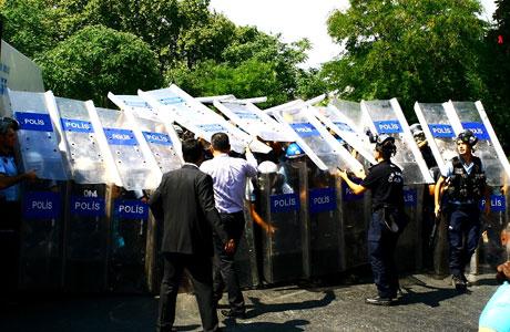 Barış gününe Polisten gazlı müdahale! galerisi resim 21