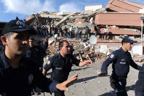 Van'da şiddetli deprem galerisi resim 27
