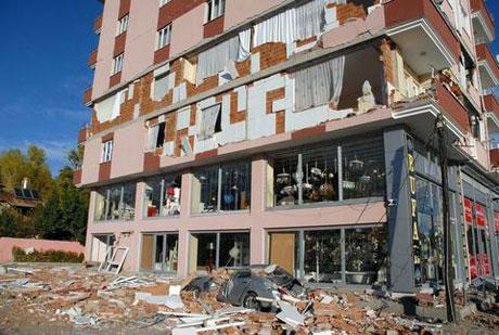 Van'da şiddetli deprem galerisi resim 38