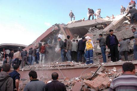 Van'da şiddetli deprem galerisi resim 52