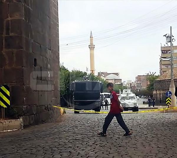 Diyarbakır'ın Sur ilçesinde sokağa çıkma yasağı galerisi resim 1