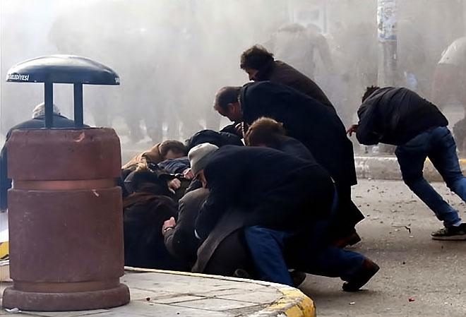 Van'daki protestolara polis müdahalesi galerisi resim 1