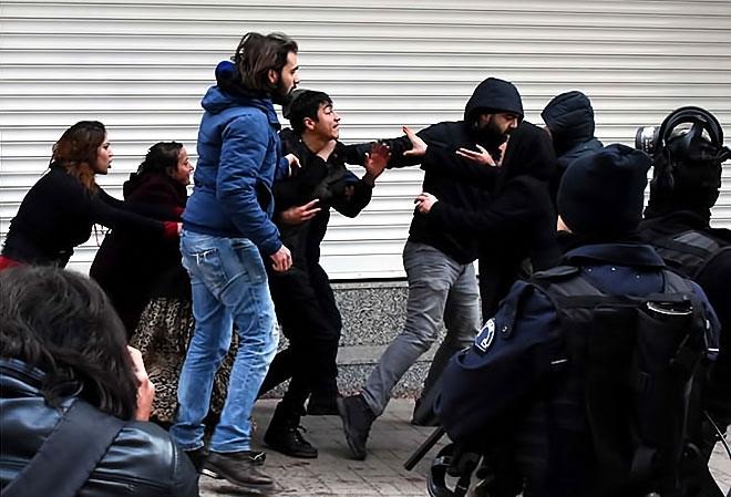 Van'daki protestolara polis müdahalesi galerisi resim 8