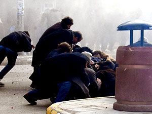 Van'daki protestolara polis müdahalesi