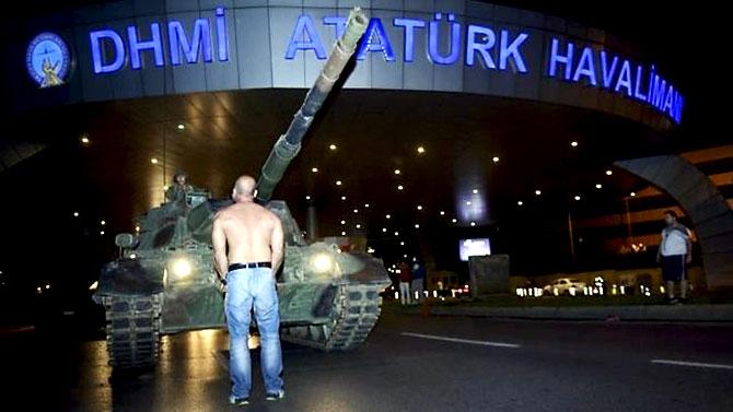 Türkiye'yi sarsan geceden fotoğraflar galerisi resim 1
