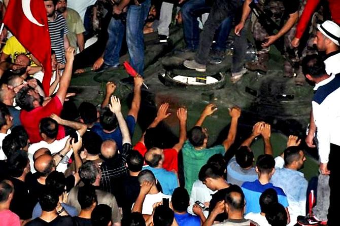 Türkiye'yi sarsan geceden fotoğraflar galerisi resim 29