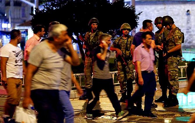 Türkiye'yi sarsan geceden fotoğraflar galerisi resim 70