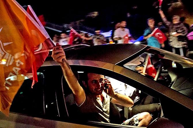 Türkiye'yi sarsan geceden fotoğraflar galerisi resim 74