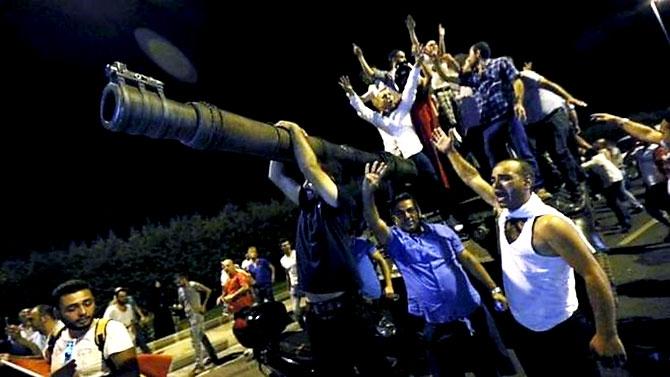 Türkiye'yi sarsan geceden fotoğraflar galerisi resim 8