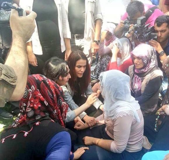 Antep'te bombalı saldırı: En az 50 kişi hayatını kaybetti galerisi resim 30