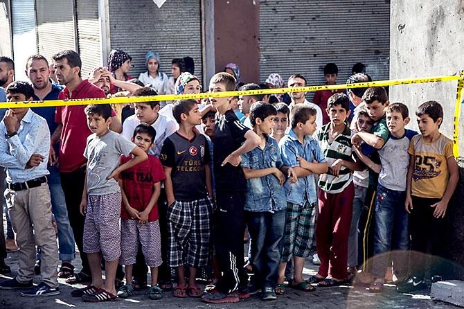 Antep'te bombalı saldırı: En az 50 kişi hayatını kaybetti galerisi resim 87