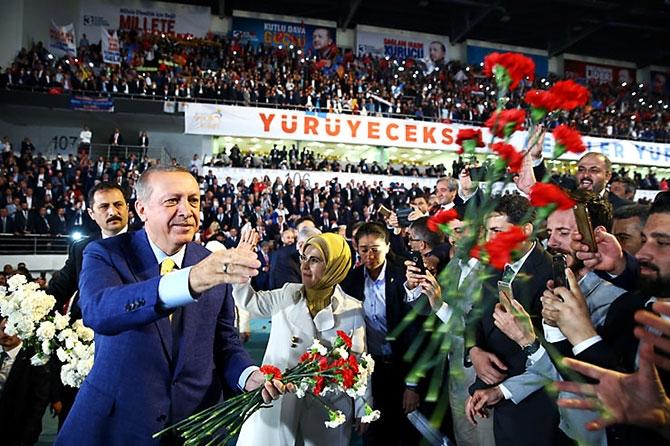Reuters kareleriyle Erdoğan'ın 'partiye dönüş' kongresi galerisi resim 1