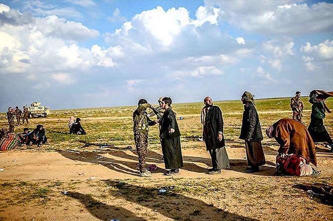 IŞİD'in son mevzisinden kaçış... galerisi resim 23