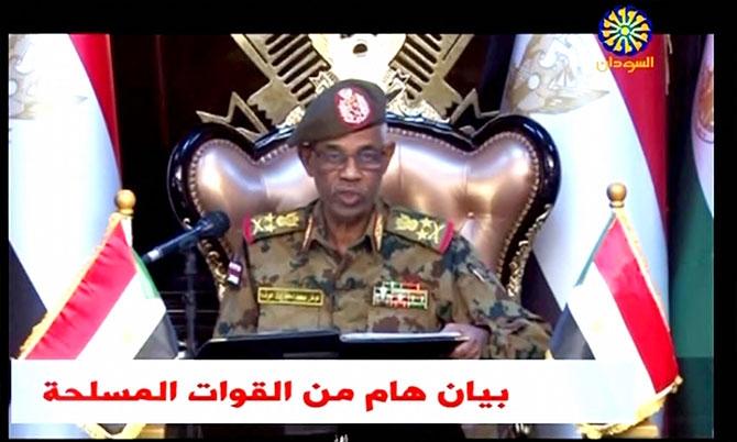 Sudan'da ordu yönetime el koydu: El Beşir tutuklandı galerisi resim 13