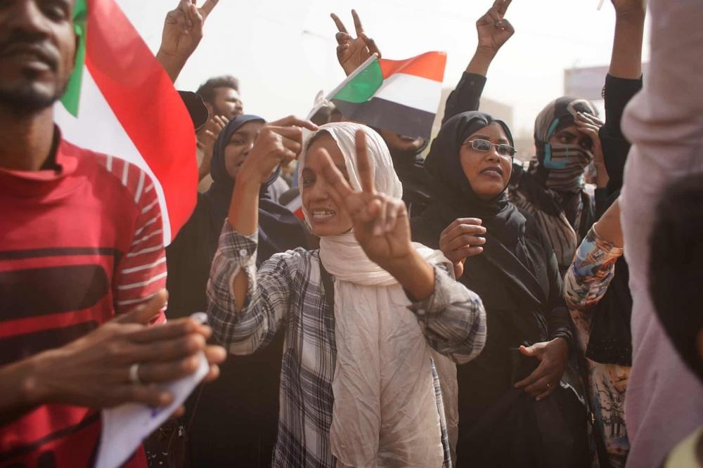 Sudan'da ordu yönetime el koydu: El Beşir tutuklandı galerisi resim 4
