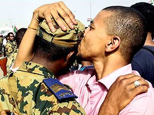 Sudan'da ordu yönetime el koydu: El Beşir tutuklandı