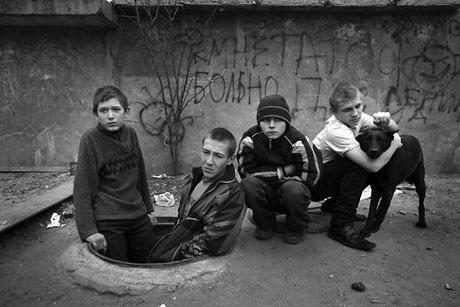 Yeraltında yaşayan sokak çocukları galerisi resim 1
