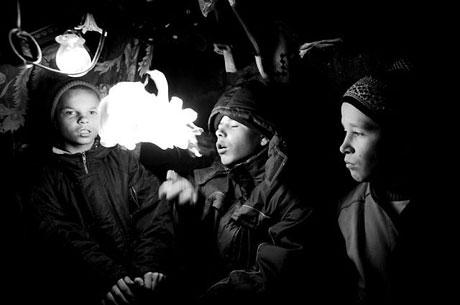 Yeraltında yaşayan sokak çocukları galerisi resim 5