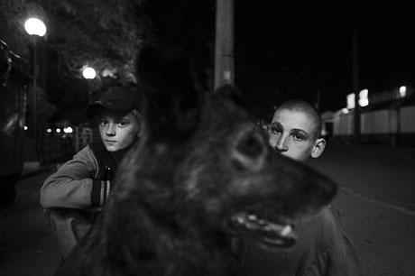 Yeraltında yaşayan sokak çocukları galerisi resim 9