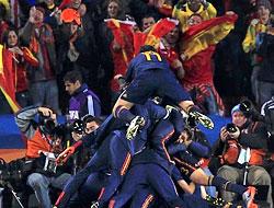 David Villa attı, İspanya yarı finalde