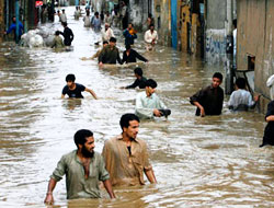 Afganistan ve Pakistan sele teslim: 460 ölü