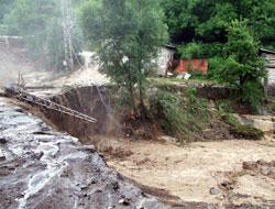 Sel felaketi beraberinde getirdi