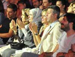 Emine Erdoğan, kızları Sümeyye ve Esra ile MFÖ konserinde